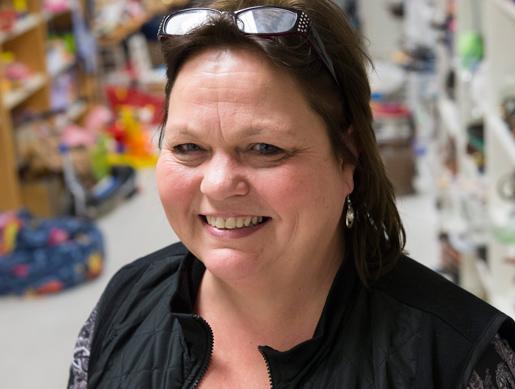 Cristina Forssander är eldsjälen som ser till att anställa personer med funktionshinder.Foto: Fredrik Sandberg