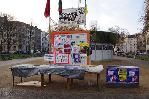 Infopunkten står kvar på Oranienplatz, men demonstranterna är borta. Foto: Unn Gustafsson