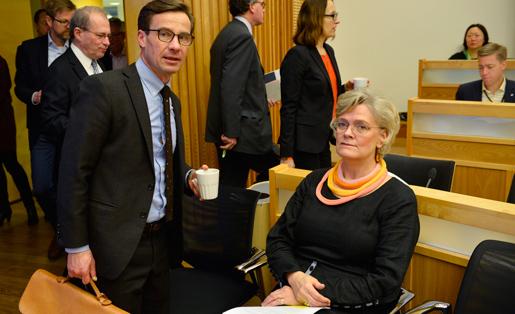 Moderaternas ekonomiskpolitiske talesperson Ulf Kristersson och Carola Lemne diskuterar produktiviteten i Sverige på ett seminarium. Foto: Henrik Montgomery
