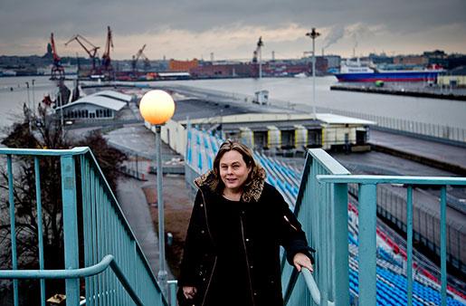 Här över Göta älv ska det bli en linbana, och området nedanför, Frihamnen, ska bli en attraktiv del av centrala Göteborg, hoppas Lena Andersson, vd för kommunala bolaget Älvstranden Utveckling.Foto: Adam Ihse