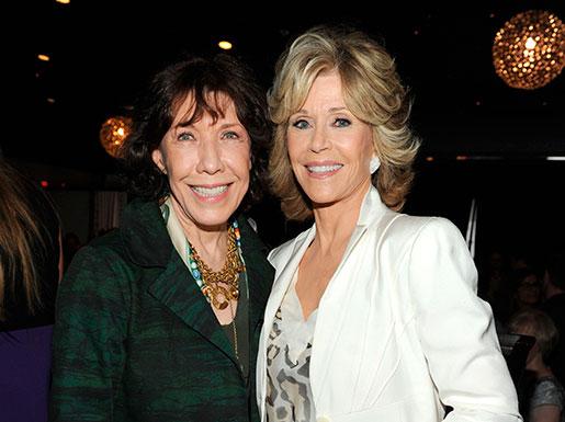 Storstjärnorna Lily Tomlin och Jane Fonda är parhästar i Vänner-producenternas nya serie Grace and Frankie. Foto: Frank Micelotta