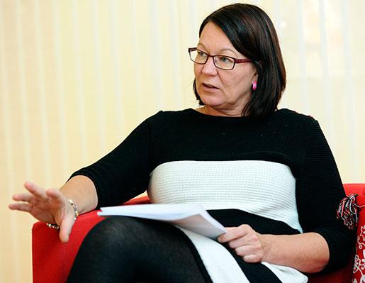 – Det finns inga ventiler, inget utrymme för parterna att förhandla om, säger Kommunals avtalssekreterare Lenita Granlund. Foto: Henrik Montgomery