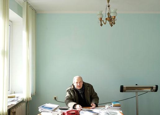 Ivan Borysov på sitt arbetsrum på cementfabriken. Foto: Ivan Chernichkin