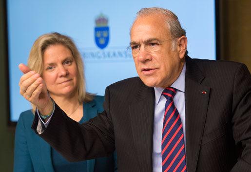 OECD:s generalsekreterare Angel GurrÌa med finansminister Magdalena Andersson. Foto: Fredrik Sandberg
