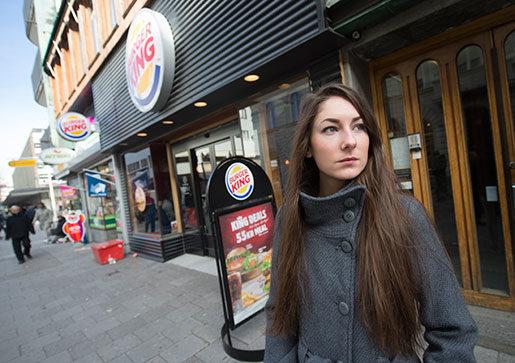 Evelin Schulz kunde inte gå till jobbet på Burger King i Eskilstuna eftersom hon var sjuk. Då blev hon uppsagd. Foto: Fredrik Sandberg