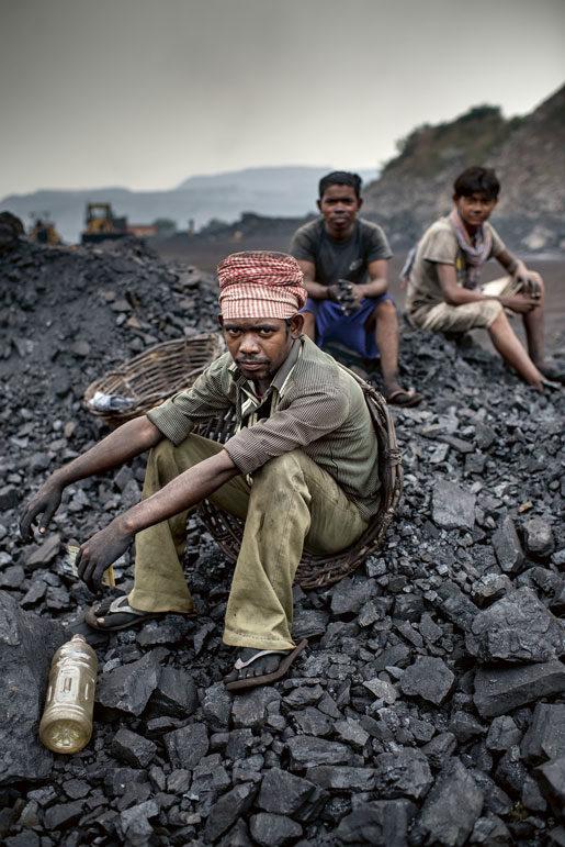 Kolgruvorna är mycket viktiga för Indiens ekonomi, men många anställda har varken ansiktsmasker eller annat skydd. Cancer och tuberkulos är vanligt.   Foto: Jonas Gratzer