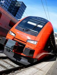 Sprillans nya och klarröda. MTR:s tåg får många blickar. Foto: Anders Wiklund