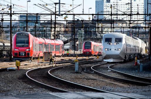 Nya snabbtåget MTR Express (t v) skall konkurrera med SJ på sträckan Stockholm - Göteborg. Foto: Pontus Lundah
