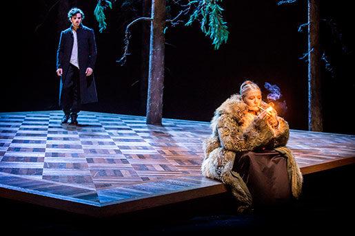 Joel Spira som Gösta och Ann Petrén som Majorskan. Foto: Petra Hellberg