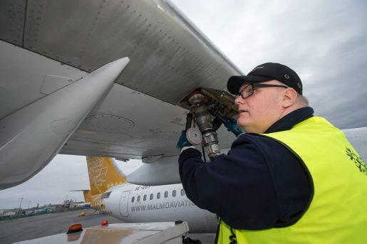 Thomas Björklund, tankningstekniker på Bromma flygplats. Foto: Maja Suslin