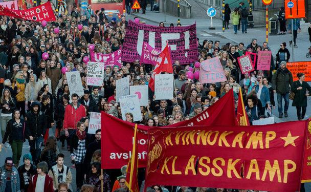 8 mars i Stockholm: Stor demonstration med både kvinnor och män. Foto: Jonas Ekströmer