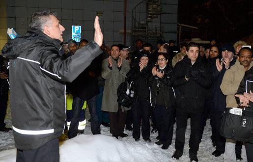 12 februari 2013. Ute i kylan. Relationerna mellan Arriva och Kommunal är riktigt frostiga. Denna kalla februarikväll får bussförarna inte hålla fackmöte inomhus som de brukar. Då samlas de utomhus i stället.