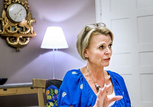 Jämställdhetsminister Åsa Regnér blir upprörd över hur vanligt det är med sexuella trakasserier i arbetslivet. Men hon tror inte på skadestånd som en metod att bekämpa dem.Foto: Tomas Oneborg