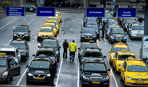 Taxibilar på Arlanda. Foto: Claudio Bresciani
