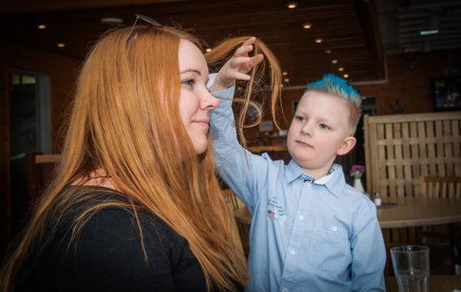 – När jag blir stor ska jag bli rik så att du slipper jobba mamma, säger Madelén Janssons sexårige son William. Foto: kim kangas