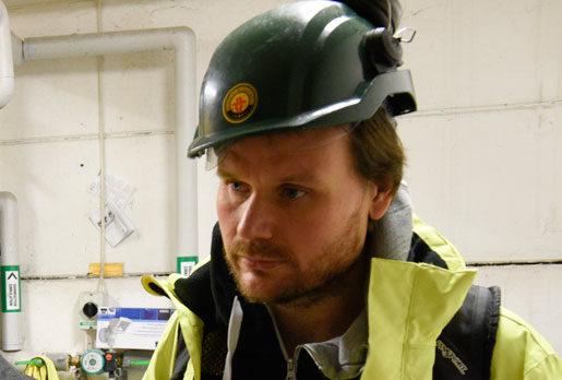 Petter Johansson, regionalt skyddsombud för Elektrikerna, är oroad över att kontrollen försämrats samtidigt som tempot drivs upp och säkerheten ofta prioriteras ner. Foto: Anders Wiklund