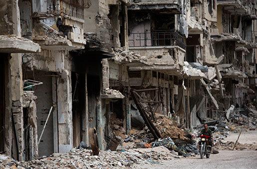 Förödelsen i Syrien, här storstaden Homs, är enorm. Foto: Dusan Vranic