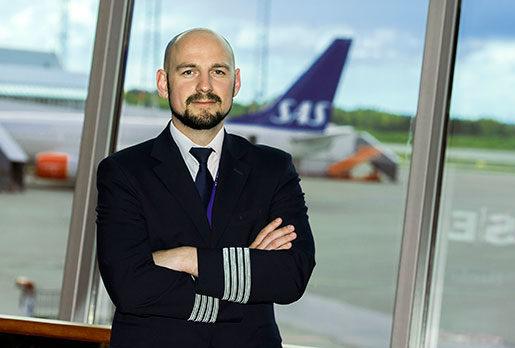 – Pay to fly har blivit allt vanligare de senaste åren, säger Pilotföreningens ordförande Martin Lindgren. Själv skulle han aldrig åka med ett plan där piloten betalar för att jobba. Foto: Claudio Bresciani