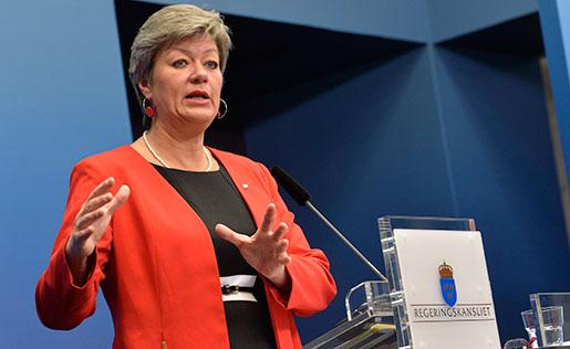 Vissa grupper kan undantas från skyldigheten att rapportera, enligt arbetsmarknadsministern. Foto: Jonas Ekströmer