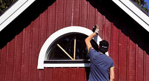 Fixa med huset kan man hinna med också. Foto: Hasse Holmberg