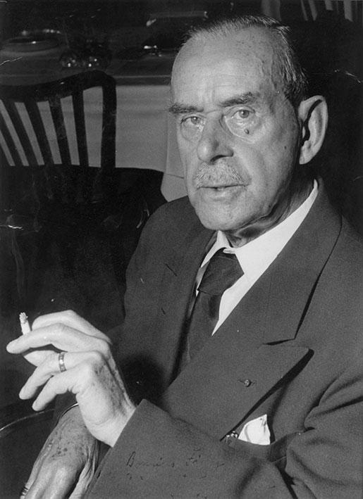 Thomas Mann (1875–1955) var mycket kritisk till nazismen, och tvingades fly Tyskland när Hitler kom till makten.  Foto: Bonnierförlagens arkiv