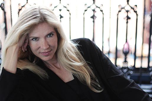 Liza Marklunds sista bok om Annika Bengtzon berättar om en klassresa som liknar hennes egen: från arbetarhem i bruksort till berömmelse och fin våning i Stockholm. Foto: Annika Marklund