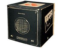 En gammal radioapparat inspirerade Kraftwerk till lanseringen av deras skiva Radio-Activity.