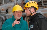 Rinaldo Tollari (till vänster) gick i pension när företaget gick i konkurs, men arbetar som konsult för kooperativet. Här pratar han tekniska lösningar med ordföranden Edoardo Fazzani. Foto: Kristina Wallin