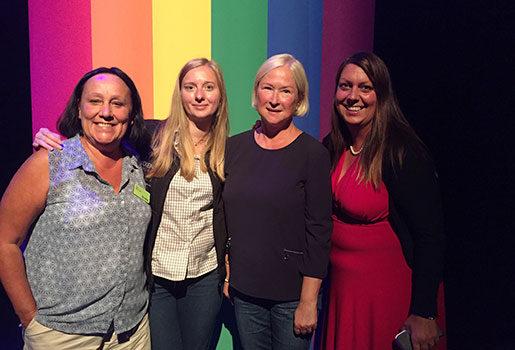 Tove Möller, Swedavia, Frida Pihl, Skogsstyrelsen, Maria Uggla, Proffice och Liselott Andersson, Eon, träffades i Pride House. Foto: Eva Vaihinen