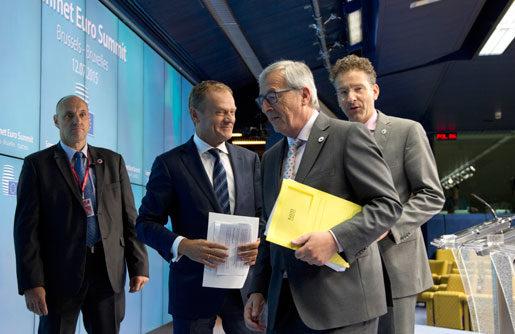 Europarådets ordförande Donald Tusk, Europakommissionens Jean-Claude Juncker and nederländska finansministern Jeroen Dijsselbloem under en presskonferens igår. foto: Virginia Mayo