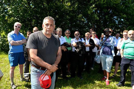 I förra veckan samlades Arrivaförare utanför Råstagaraget för att informeras om att deras huvudskyddsombud Reza Forghani fått sparken från sitt jobb. Foto Bertil Ericson