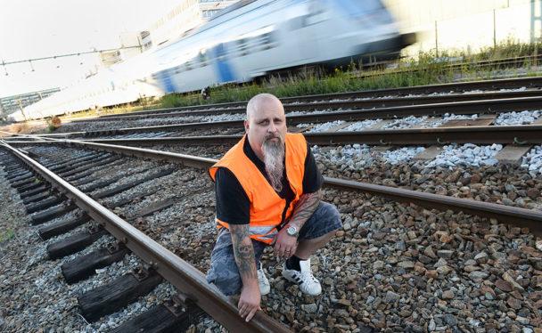 """Björn Weidlertz har 25 års erfarenhet av banarbete och har sett hur underhållet försämrats till mer """"lappa och laga"""" än förebyggande arbete. Foto: Fredrik Sandberg"""