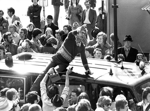 Bo Widerberg under inspelningen av Mannen på taket, 1976. Foto: Bertil Ericson
