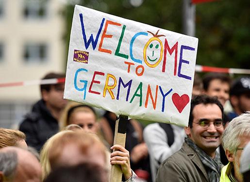 Människor i Dortmund välkomnar flyktingar den 6 september.Foto: Martin Meissner