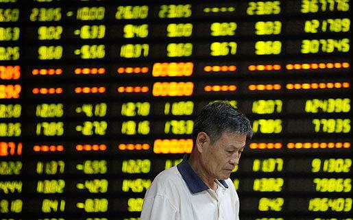 Börsen i Shanghai började rasa redan i juli, och med undantag för några tillfälliga uppgångar har raset fortsatt och dragit med sig stora delar av världens finansmarknader. Foto: Xie Zhengyi