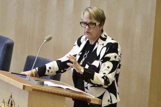 STOCKHOLM 2015-09-25 DÈsirÈe Pethrus (KD) under fredagens debatt i riksdagen i Stockholm om den akuta flyktingkrisen. Foto: Claudio Bresciani / TT / Kod 10090