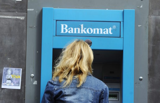 STOCKHOLM 20140527 Alla uttagsautomater av varum‰rket Bankomat var ur funktion under en timme kring lunchtid ptisdagen. H‰r en bankomat pSˆdermalm. Foto: Fredrik Sandberg / TT / Kod 10080