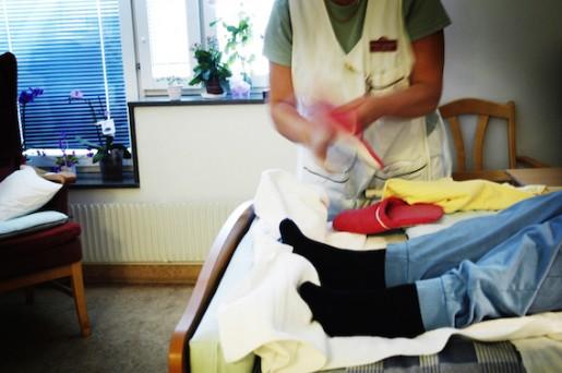 STOCKHOLM 20061025 En sjukskˆterska rÂr om en av patienterna pStockholms sjukhem, Mariebergsgatan 22. Foto Nina Varumo / SVD / SCANPIX kod 10068 ***DN OUT***