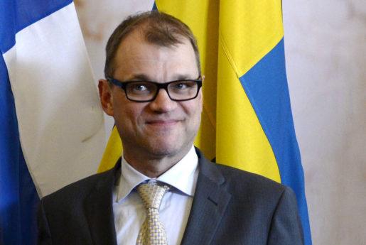 STOCKHOLM 20150608 Finlands statsminister Juha Sipil‰ anl‰nder till bilaterala samtal pRosenbad under mÂndagskv‰llen. Foto: Jessica Gow / TT / Kod 10070