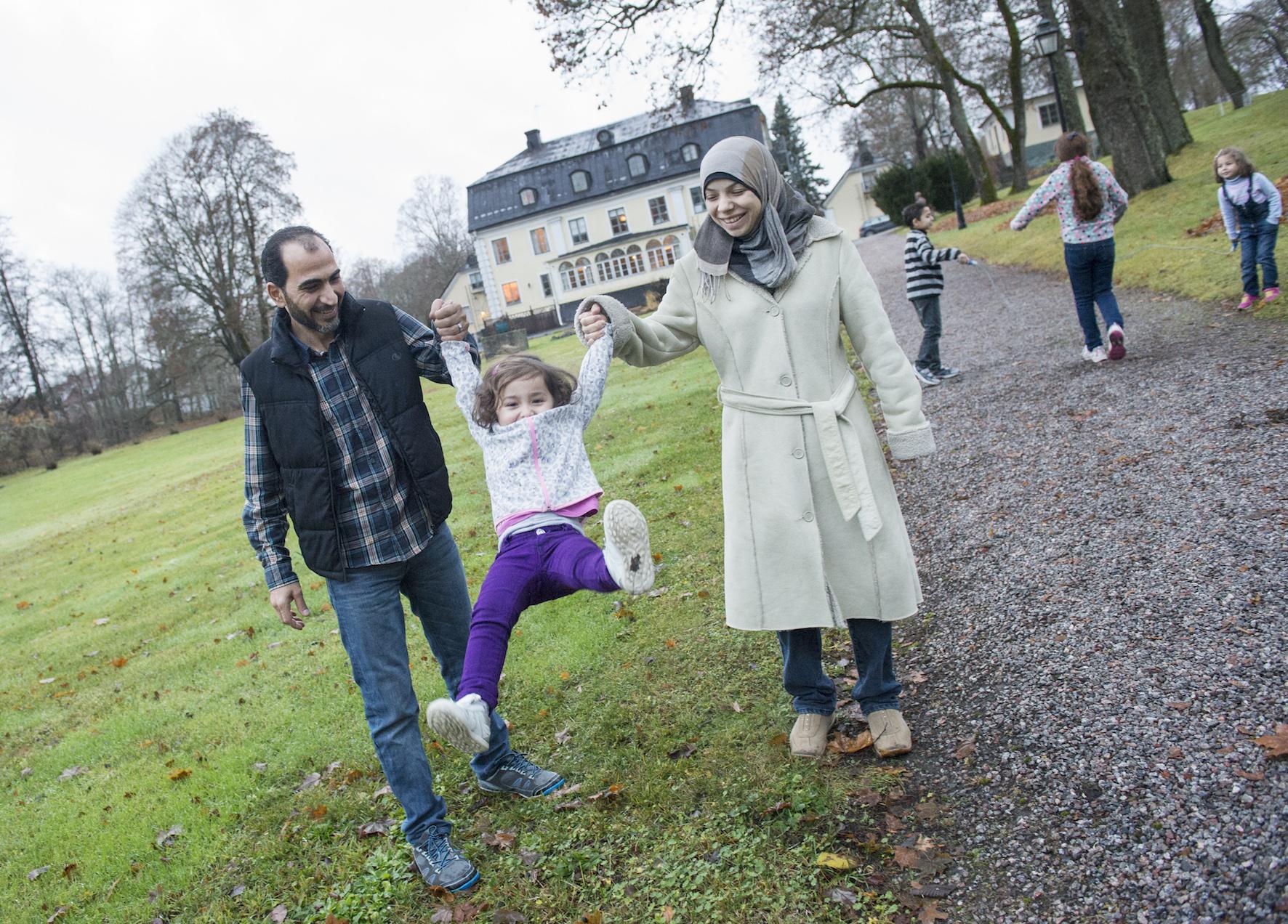 Familjen Alsabae har nu levt i fredens Sverige i femton månader. Pappa Waels syster har precis lyckats ta sig till Grekland från Turkiet ombord på en gummibåt.Foto: Fredrik Sandberg