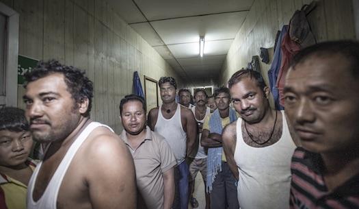 Byggboomen inför fotbolls-VM 2022 har gjort att hundratusentals migrantarbetare från fattiga länder rekryterats till Qatar. De utnyttjas som billig arbetskraft under slavlika förhållanden. De bor trångt och är enligt lag förbjudna att vara med i facket. Foto: Yvonne Åsell