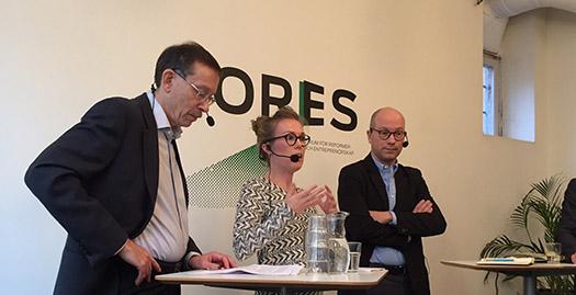 Ekonomerna Lars Calmfors, Susanne Spector och Ola Pettersson diskuterar effekterna av tyska minijobb på ett Foresseminarium.