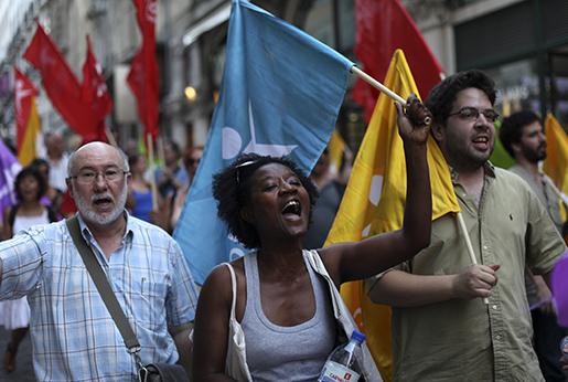 Vänsterdemonstration i Lissabon i Portugal. Foto: AP / Francisco Seco