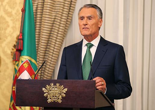 Portugals president Anibal Cavaco Silva talar till nationen. Foto: AP / Armando Franca