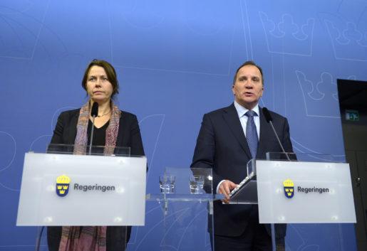 Vice statsminister Åsa Romson (MP) och statsminister Stefan Löfven (S) under tisdagens presskonferens. Foto: Janerik Henriksson/TT