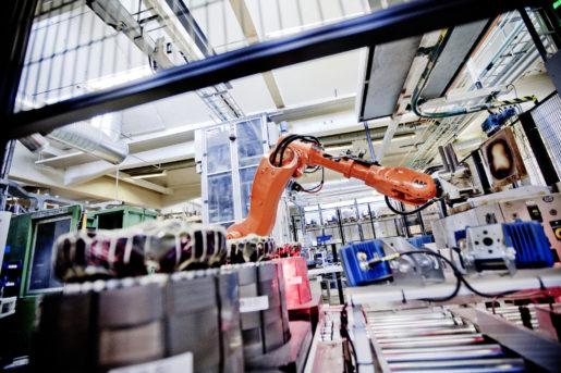 Det finns tecken på att automationsgraden, det vill säga robottätheten, inte utvecklas i takt med konkurrentländerna, skriver Mikael Damberg. Foto: Simon Paulin