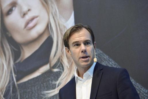 STOCKHOLM 20150924 Karl-Johan Persson, vd och koncernchef, presenterar H&M:s delÂrsrapport fˆr tredje kvartalet 2015 under en presstr‰ff phuvudkontoret i Stockholm. Foto: Jonas EKstrˆmer / TT kod 10030
