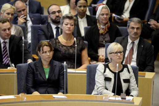 STOCKHOLM 20150915 ≈sa Romson, miljˆminister (MP) och Margot Wallstrˆm, utrikesminister (S) under riksdagens ˆppnande i riksdagshuset i Stockholm. Foto: Jessica Gow / TT kod 10070