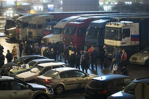 Lastbilschaufförer protesterar utanför Moskva. Foto: AP /Pavel Golovkin
