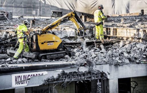 STOCKHOLM 2015-12-01 Slussen rivs. Kolingsborg, den runda byggnaden i Slussenkarusellen rivs. Foto: Tomas Oneborg / SvD / TT / Kod: 30142 ** OUT DN och Dagens Industri (‰ven arkiv) och Metro**